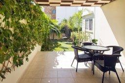Терраса. Кипр, Декелия - Ороклини : Современная вилла с бассейном в 70 метрах от пляжа, 3 спальни, 3 ванные комнаты, барбекю, парковка, Wi-Fi