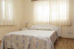 Спальня. Кипр, Декелия - Ороклини : Прекрасная вилла с бассейном в 115 метрах от пляжа, 3 спальни, 2 ванные комнаты, барбекю, парковка, Wi-Fi