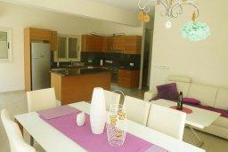 Кухня. Кипр, Декелия - Ороклини : Прекрасная вилла с бассейном в 115 метрах от пляжа, 3 спальни, 2 ванные комнаты, барбекю, парковка, Wi-Fi