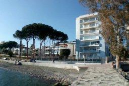 Ближайший пляж. Кипр, Гермасойя Лимассол : Просторные 3-спальные апартаменты площадью 125 кв.м. прямо на пляже для 7-ми гостей, Лимассол