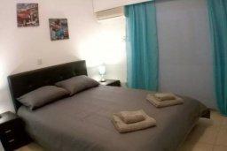 Спальня. Кипр, Гермасойя Лимассол : Просторные 3-спальные апартаменты площадью 125 кв.м. прямо на пляже для 7-ми гостей, Лимассол