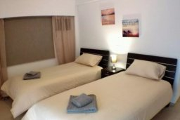 Спальня 2. Кипр, Гермасойя Лимассол : Просторные 3-спальные апартаменты площадью 125 кв.м. прямо на пляже для 7-ми гостей, Лимассол