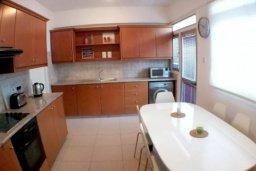 Кухня. Кипр, Гермасойя Лимассол : Просторные 3-спальные апартаменты площадью 125 кв.м. прямо на пляже для 7-ми гостей, Лимассол
