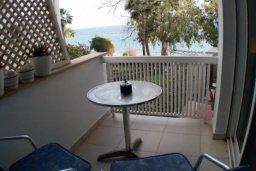 Вид на море. Кипр, Айос Тихонас Лимассол : Светлые односпальные апартаменты для 3 гостей с очаровательным видом на море