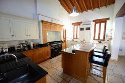 Кухня. Кипр, Перволия : Шикарная вилла с большим бассейном и зеленой территорией, 5 спален, 3 ванные комнаты, парковка, Wi-Fi