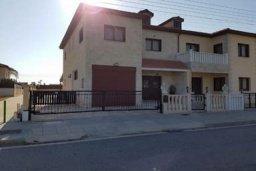 Фасад дома. Кипр, Перволия : Прекрасная вилла с бассейном и двориком, 4 спальни, 2 ванные комнаты, парковка, Wi-Fi