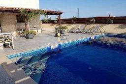 Бассейн. Кипр, Перволия : Прекрасная вилла с бассейном и двориком, 4 спальни, 2 ванные комнаты, парковка, Wi-Fi