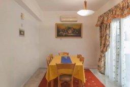 Обеденная зона. Кипр, Айос Тихонас Лимассол : Уютная вилла с 3-мя спальнями для 7-ми гостей в Лимассоле с барбекю и садом в 5-х минутах ходьбы от пляжа для семейного отдыха