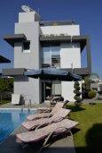 Территория. Кипр, Св. Рафаэль Лимассол : Современная вилла в стиле Hi-Tech с 4-мя отдельными спальнями для 8-ми гостей в престижном районе Лимассола.