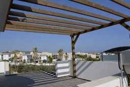 Терраса. Кипр, Св. Рафаэль Лимассол : Современная вилла в стиле Hi-Tech с 4-мя отдельными спальнями для 8-ми гостей в престижном районе Лимассола.