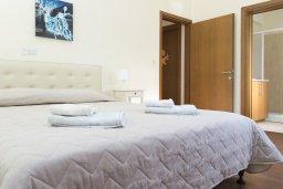Спальня. Кипр, Декелия - Ороклини : Прекрасная вилла с бассейном в 125 метрах от пляжа, 3 спальни, 2 ванные комнаты, барбекю, парковка, Wi-Fi