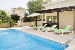 Бассейн. Кипр, Декелия - Ороклини : Прекрасная вилла с бассейном в 125 метрах от пляжа, 3 спальни, 2 ванные комнаты, барбекю, парковка, Wi-Fi