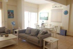 Гостиная. Кипр, Декелия - Ороклини : Прекрасная вилла с бассейном в 125 метрах от пляжа, 2 спальни, 2 ванные комнаты, барбекю, парковка, Wi-Fi
