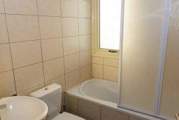 Ванная комната. Кипр, Декелия - Ороклини : Прекрасная вилла с бассейном в 125 метрах от пляжа, 2 спальни, 2 ванные комнаты, барбекю, парковка, Wi-Fi