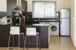 Кухня. Кипр, Декелия - Ороклини : Прекрасная вилла с бассейном в 125 метрах от пляжа, 2 спальни, 2 ванные комнаты, барбекю, парковка, Wi-Fi