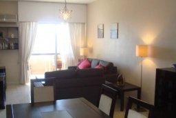 Гостиная. Кипр, Центр Лимассола : Прекрасная 3-комнатная квартира с видом на море, всего в 130 метрах от пляжа для 6-ти гостей.
