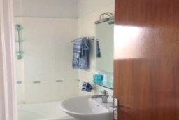 Ванная комната. Кипр, Центр Лимассола : Прекрасная 3-комнатная квартира с видом на море, всего в 130 метрах от пляжа для 6-ти гостей.