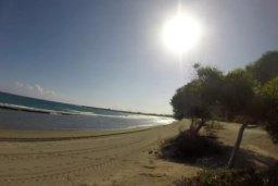 Ближайший пляж. Кипр, Св. Рафаэль Лимассол : Очаровательная вилла на берегу моря, с 3-мя спальнями, с бассейном, патио и общим теннисным кортом