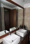 Ванная комната. Кипр, Айос Тихонас Лимассол : Роскошные апартаменты с 4-мя спальнями в закрытом комплексе с бассейном, тренажерным залом, частной парковкой, прекрасными садами и выходом на пляж для 6-ти гостей