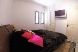 Спальня 2. Кипр, Айос Тихонас Лимассол : Эксклюзивный апартамент на берегу моря с 3-мя спальнями, расположен в комплексе с бассейном, теннисным кортом и садом