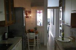 Кухня. Кипр, Дасуди Лимассол : Роскошный апартамент на берегу моря с 3-мя спальнями, расположен в комплексе с общим большим бассейном, детским бассейном и садом