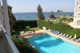 Бассейн. Кипр, Дасуди Лимассол : Роскошный апартамент на берегу моря с 3-мя спальнями, расположен в комплексе с общим большим бассейном, детским бассейном и садом