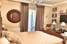 Спальня. Кипр, Св. Рафаэль Лимассол : Роскошная вилла с 5-ю спальнями, с бассейном, уютной lounge-зоной, барбекю, расположена в закрытом комплексе всего в 200 метрах от моря