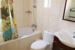 Ванная комната. Кипр, Пиргос : Прекрасная вилла с 3 спальнями, с бассейном, приватным двориком и барбекю