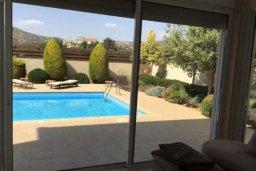 Вид. Кипр, Пиргос : Прекрасная вилла с 3 спальнями, с бассейном, приватным двориком и барбекю