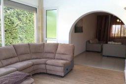 Гостиная. Кипр, Пиргос : Прекрасная вилла с 3 спальнями, с бассейном, приватным двориком и барбекю