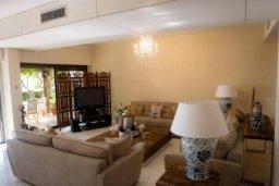 Гостиная. Кипр, Св. Рафаэль Лимассол : Эксклюзивный апартамент на берегу моря, с 3-мя спальнями, в комплексе с детским и взрослым бассейном, садом, теннисным кортом и сауной