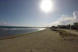 Ближайший пляж. Кипр, Св. Рафаэль Лимассол : Удивительная вилла с 4-мя спальнями, с бассейном, тенистой террасой с патио и барбекю, расположена в самом престижном районе Лимассола, всего в нескольких минутах ходьбы от песчаного пляжа