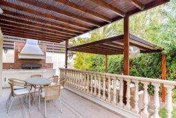 Патио. Кипр, Св. Рафаэль Лимассол : Роскошная вилла с 4-мя спальнями, с бассейном, сауной и зелёным садом, расположена в Лимассоле для 8-ми гостей