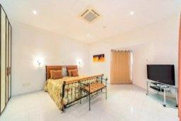 Спальня. Кипр, Св. Рафаэль Лимассол : Роскошная вилла с 4-мя спальнями, с бассейном, сауной и зелёным садом, расположена в Лимассоле для 8-ми гостей
