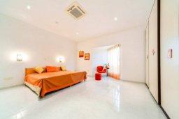 Спальня 2. Кипр, Св. Рафаэль Лимассол : Роскошная вилла с 4-мя спальнями, с бассейном, сауной и зелёным садом, расположена в Лимассоле для 8-ми гостей