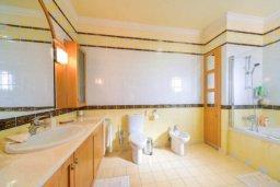 Ванная комната 3. Кипр, Св. Рафаэль Лимассол : Роскошная вилла с 4-мя спальнями, с бассейном, сауной и зелёным садом, расположена в Лимассоле для 8-ми гостей