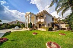 Фасад дома. Кипр, Св. Рафаэль Лимассол : Роскошная вилла с 4-мя спальнями, с бассейном, сауной и зелёным садом, расположена в Лимассоле для 8-ми гостей