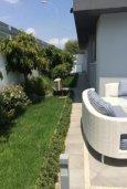 Патио. Кипр, Айос Тихонас Лимассол : Современная вилла с 4-мя спальнями, с бассейном, зелёным садом, солнечной террасой и барбекю расположена в Лимассоле