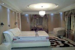 Спальня. Кипр, Айос Тихонас Лимассол : Величественная вилла класса люкс с 7 спальнями, с бассейном, панорамным видом на море и зелёным садом, расположена в Лимассоле