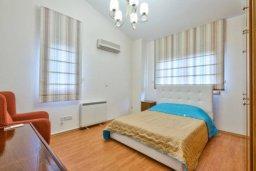 Спальня. Кипр, Айос Тихонас Лимассол : Роскошная вилла с 4-мя спальнями, с бассейном, зелёным садом, беседкой с патио и барбекю