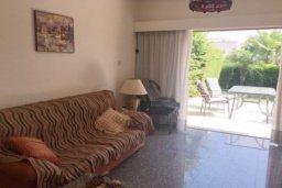 Гостиная. Кипр, Пареклисия : Прекрасные апартаменты с 2-мя спальнями в частном комплексе, с общим бассейном и  садом для 5-ти гостей