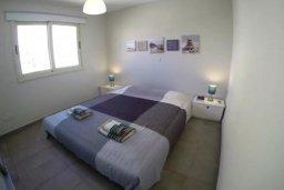 Спальня. Кипр, Перволия : Роскошные апартаменты с 2-мя спальнями для 4-ти гостей всего в 300 метрах от моря, Лимассол