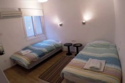 Спальня 2. Кипр, Ларнака город : Прекрасно расположенная современная квартира в самом центре города, на набережной с 2-мя спальнями для 4-ти гостей, Лимассол