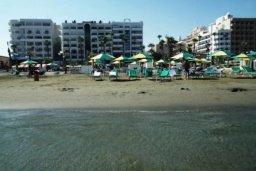 Ближайший пляж. Кипр, Ларнака город : Прекрасно расположенная современная квартира в самом центре города, на набережной с 2-мя спальнями для 4-ти гостей, Лимассол