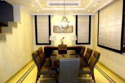 Кухня. Кипр, Айос Тихонас Лимассол : Прекрасная вилла с 5-мя спальнями, с собственным бассейном и зелёным садом, расположена в пригороде Лимассола для 8-ти гостей