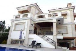 Фасад дома. Кипр, Айос Тихонас Лимассол : Прекрасная вилла с 5-мя спальнями, с собственным бассейном и зелёным садом, расположена в пригороде Лимассола для 8-ти гостей