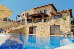 Фасад дома. Кипр, Лачи : Шикарная каменная вилла с панорамным видом на море, с 4-мя спальнями, с бассейном, джакузи, тенистой террасой с патио и с бильярдом
