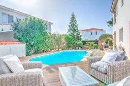 Бассейн. Кипр, Корал Бэй : Роскошная вилла с 3-мя спальнями, с бассейном, солнечной террасой с патио и барбекю