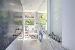 Ванная комната. Кипр, Помос : Уникальная вилла с потрясающим панорамным видом на море, с 3-мя спальнями, с бассейном, просторной террасой, патио и барбекю
