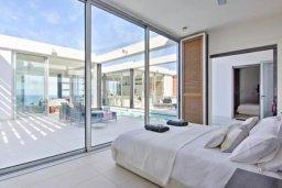 Спальня. Кипр, Помос : Уникальная вилла с потрясающим панорамным видом на море, с 3-мя спальнями, с бассейном, просторной террасой, патио и барбекю